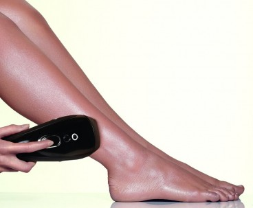 A lady treats her legs with the Smoothskin Gold device. You can treat 1 full leg in around 8 minutes - this is way faster than other devices with similar power intensity levels.