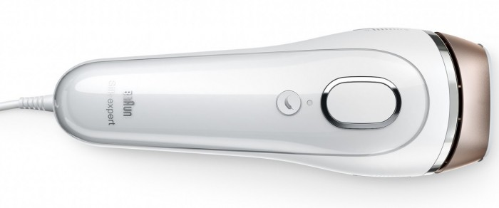 top down image of the older Braun IPL device showing the Flash button and the 'feather' icon gentle mode button.