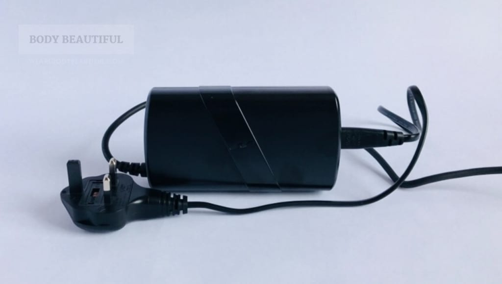 Photo of the black power pack. It has a small embossed 'SS' logo on it too!