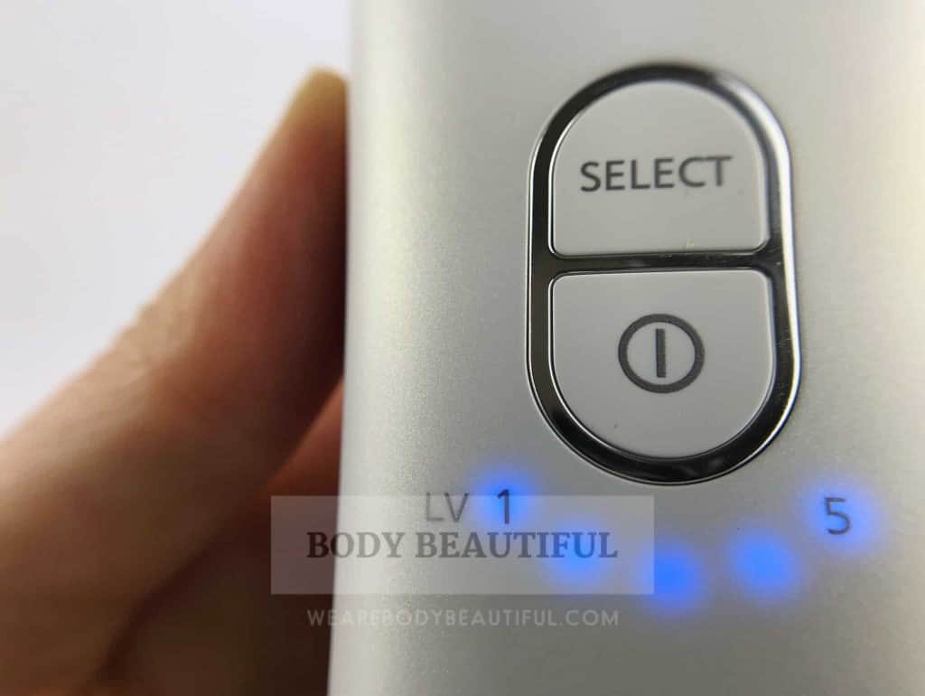 5 intensity indicator lights illuminated blue on the Panasonic ES-WH90 home IPl hair removal device.