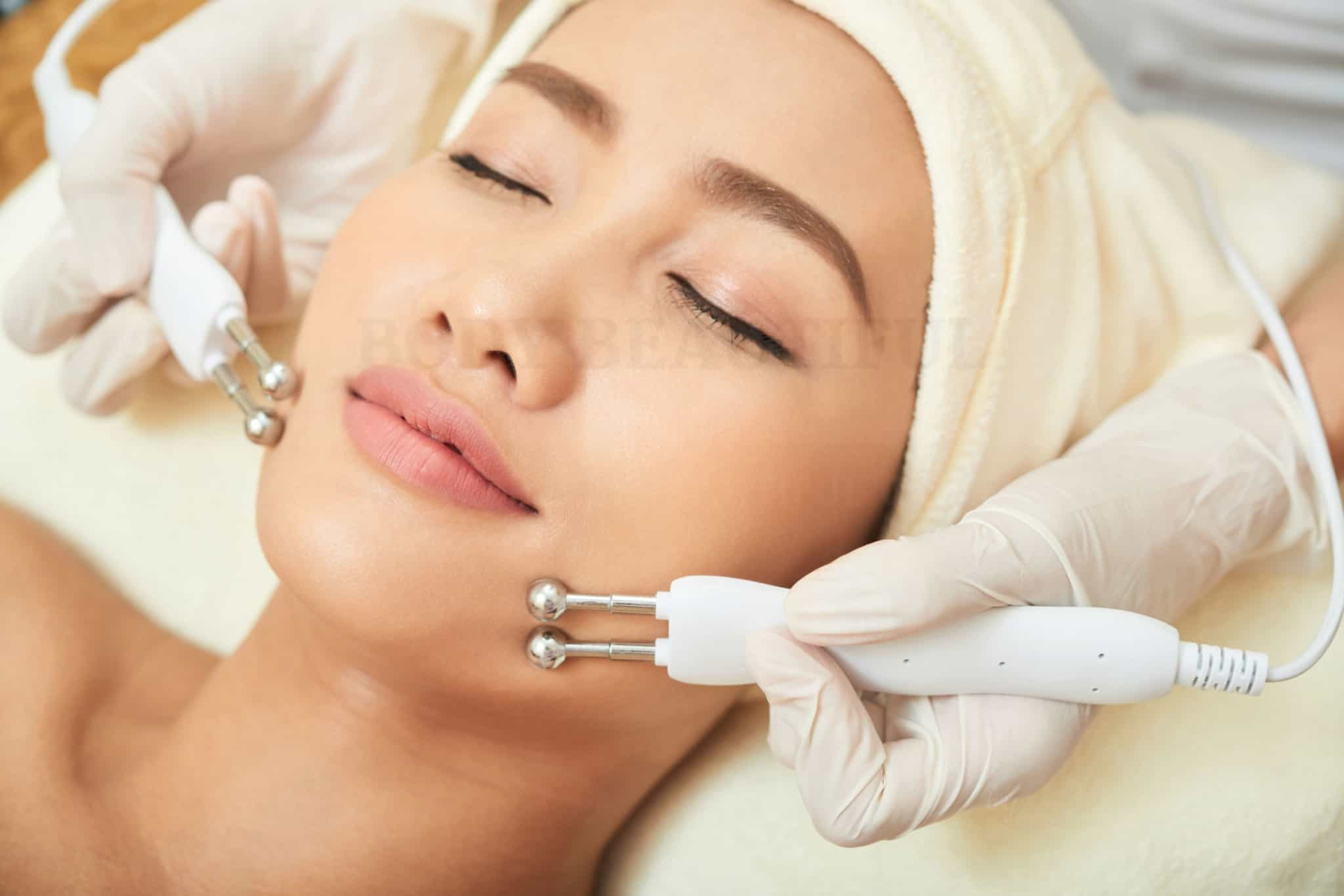 How Microcurrent Facials Work Professional Vs At Home Effects