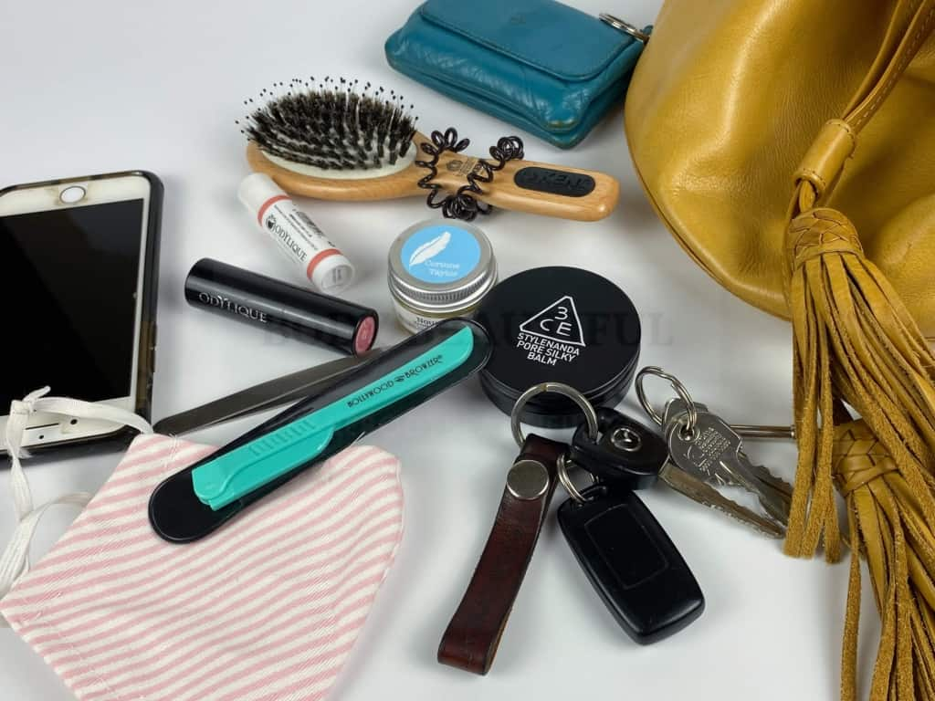 The Hollywood Browzer tool comes with a small case so it's good to pop in your bag for use on the go