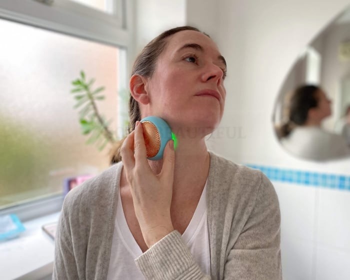 Using the UFO 2 on my neck and decolletage with the abundant  serum